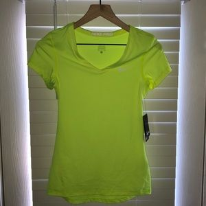 BRAND NEW Nike work out top